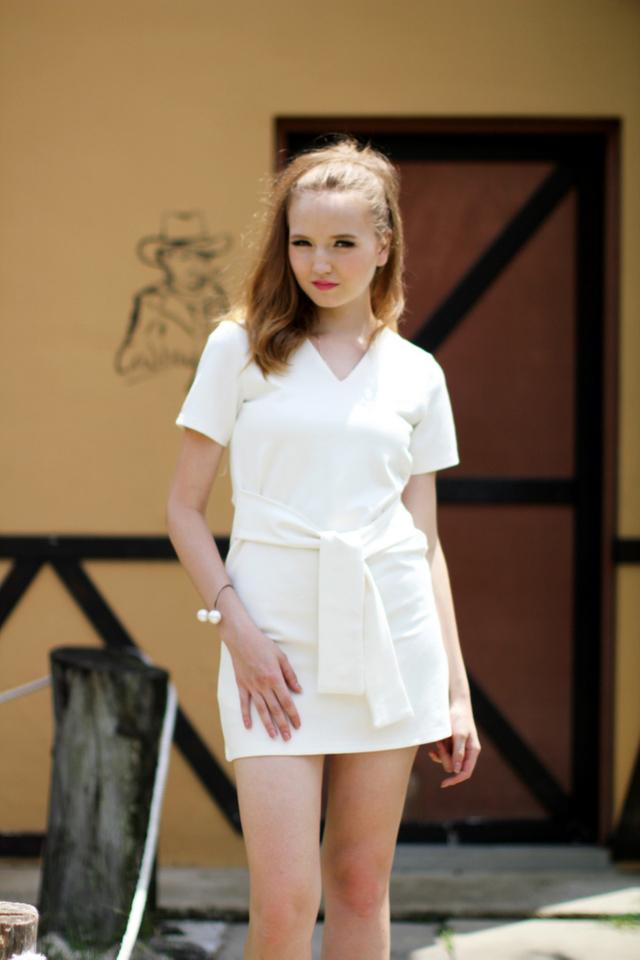 TSW Zalia V-Neck Waist-Tie Dress in White