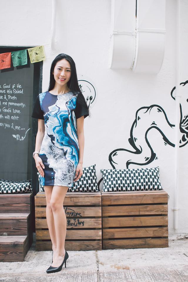 TSW Agnes Neoprene Shift Dress in Blue Marble Print (XS)