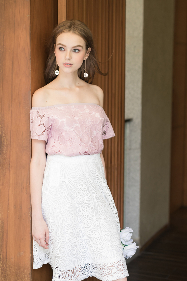 Stella Off Shoulder Lace Top in Dusty Pink
