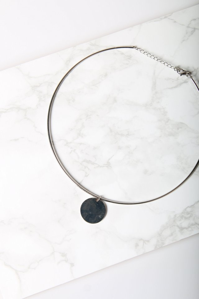 Saskia Geometric Round Necklace