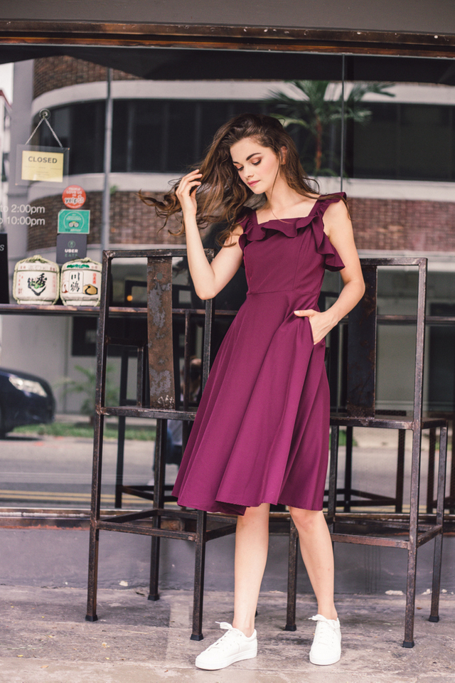 Austen Ruffled Midi Dress in Plum (XL)