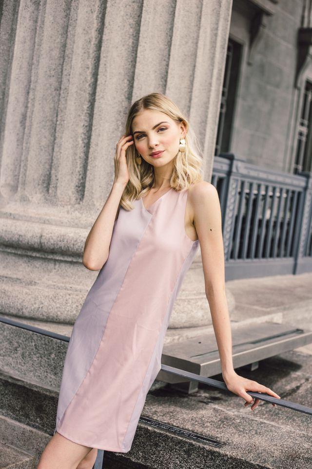 Avena Colourblock Shift Midi Dress in Lilac Grey