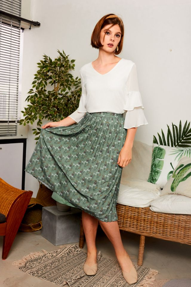 Daralice Floral Pleated Midi Skirt in Sage (XS)