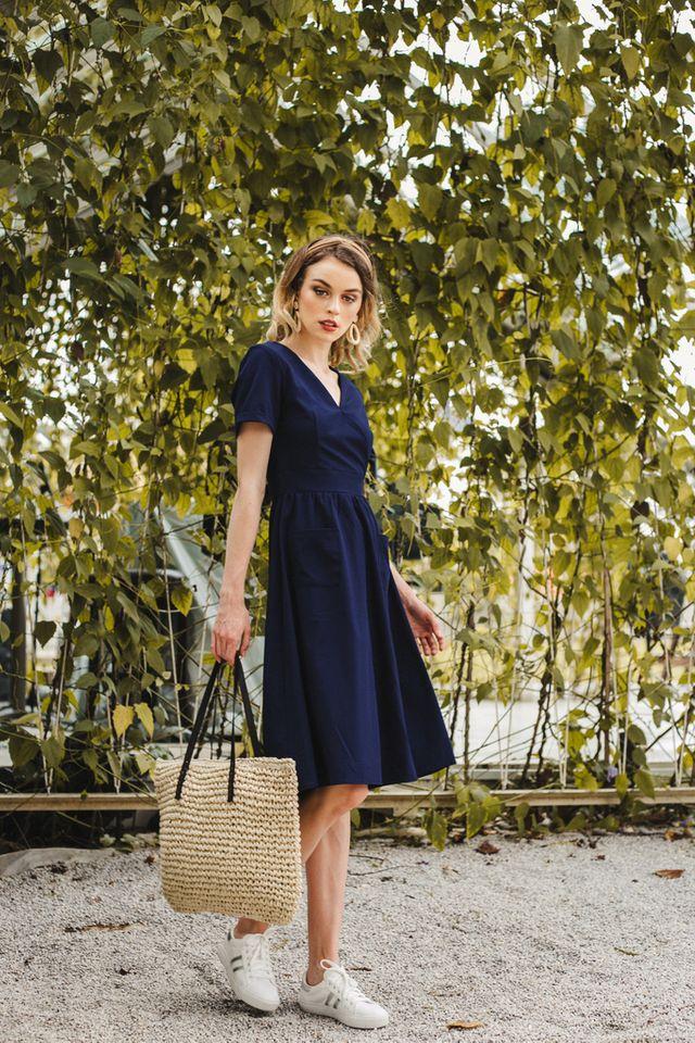 Carlyle Faux Wrap Midi Dress in Navy (XS)