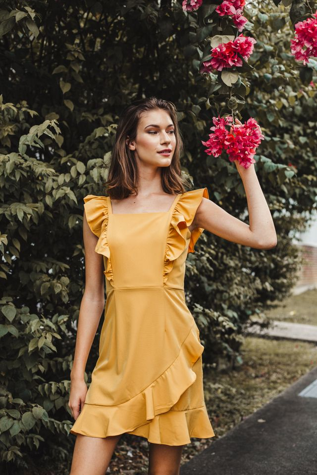 Aleta Asymmetrical Ruffles Dress in Mustard (XL)