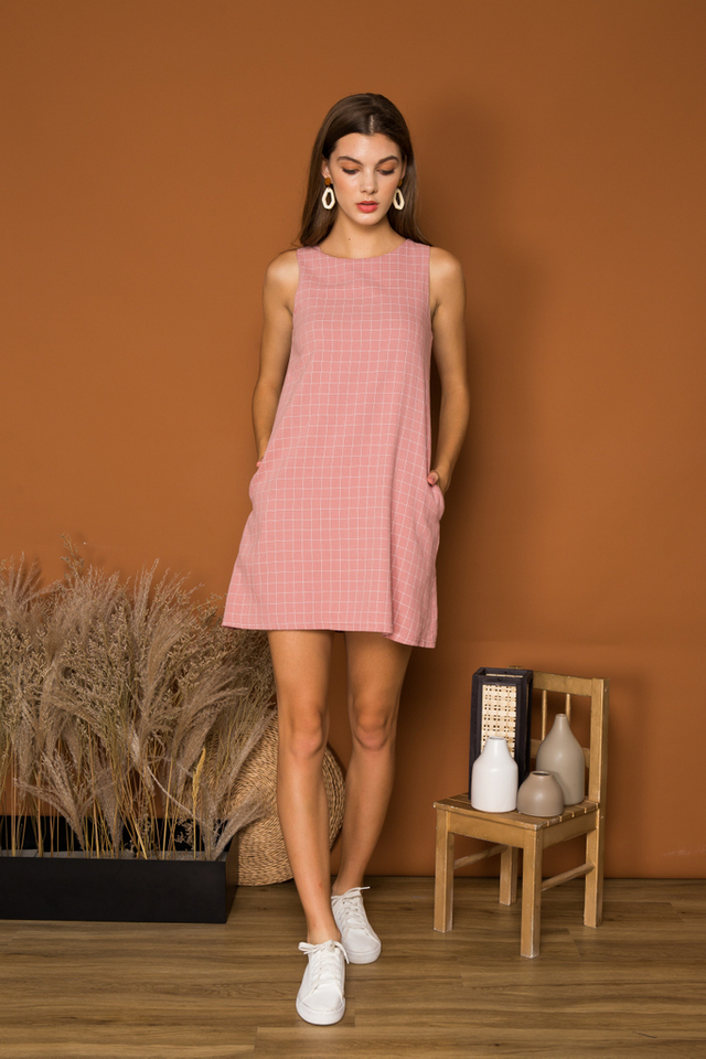 Glynis Checkered Trapeze Dress in Salmon Pink