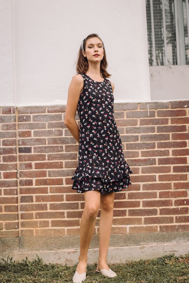 Kevi Floral Dropwaist Dress in Black (XS)