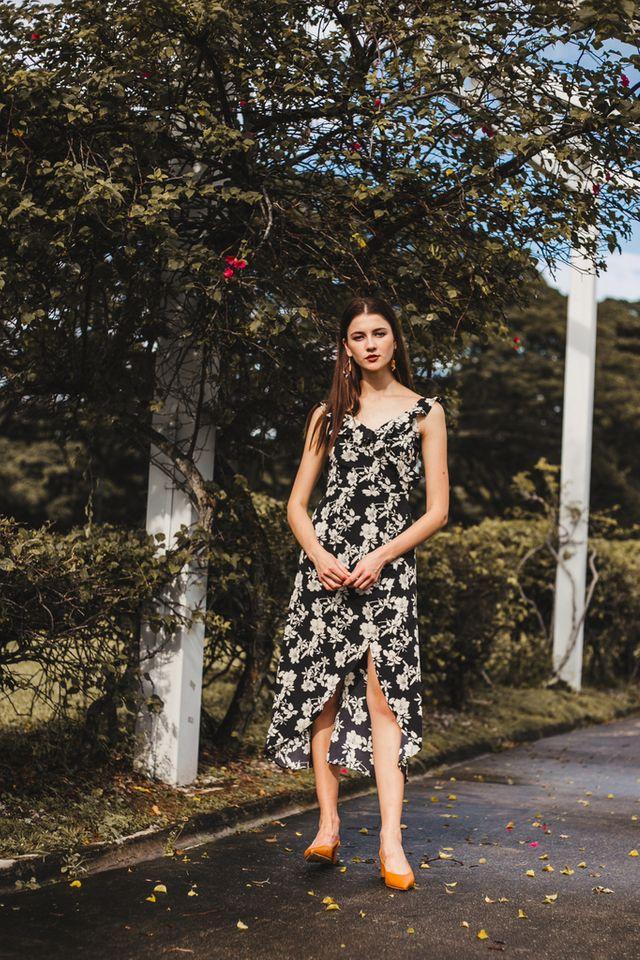 Grazia Ruffles Floral Maxi Dress in Black (L)