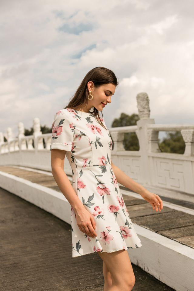Megyn Floral Folded Sleeve Dress in White (XS)
