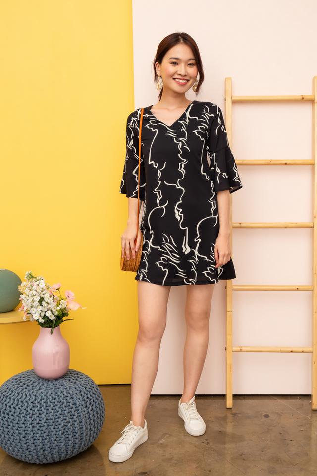 Rebekah Abstract Shift Dress in Black (XS)