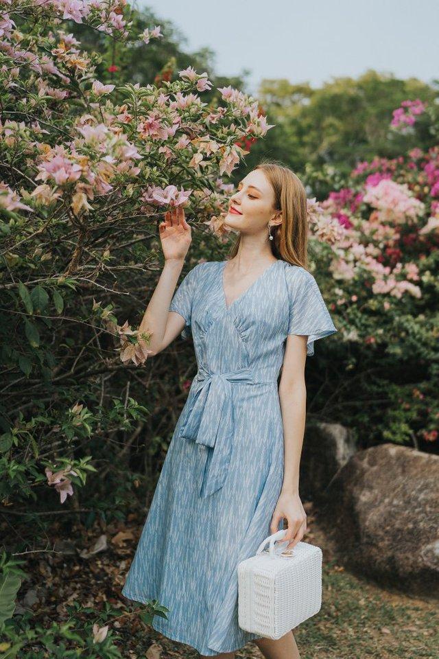 Aimee Printed Ribbon Midi Dress in Blue (XS)