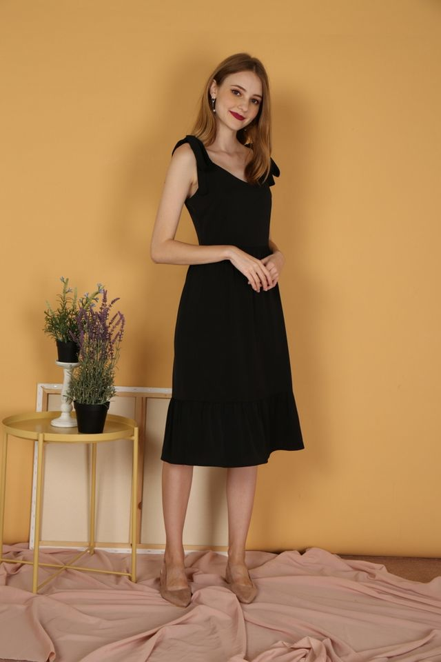 Thalia Dropwaist Midi Dress in Black (XS)