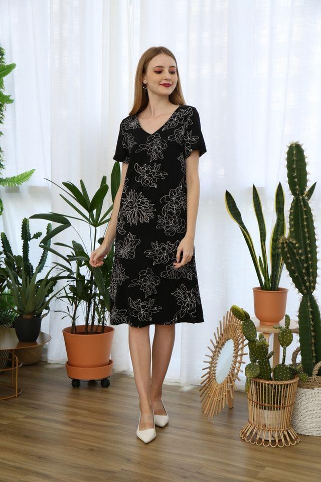 Nattie Floral Midi Dress in Black