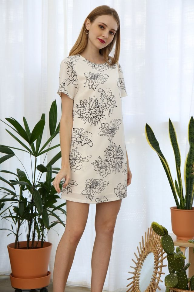 Lyanna Floral Shift Dress in White (XS)