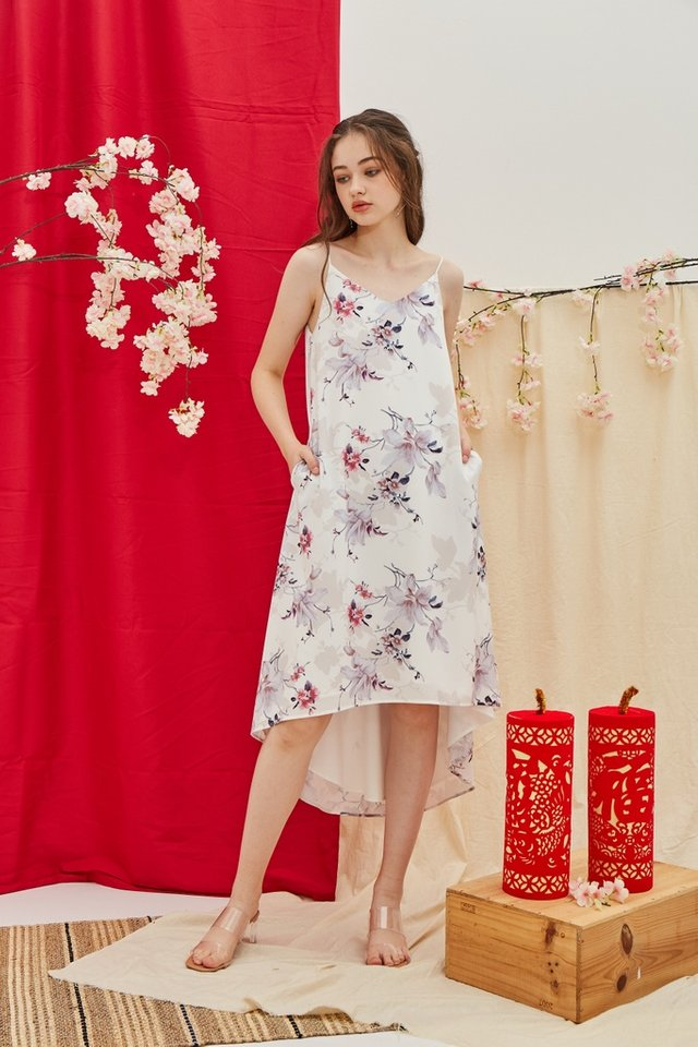 Gayla Floral Hi-Low Midi Dress in White (L)
