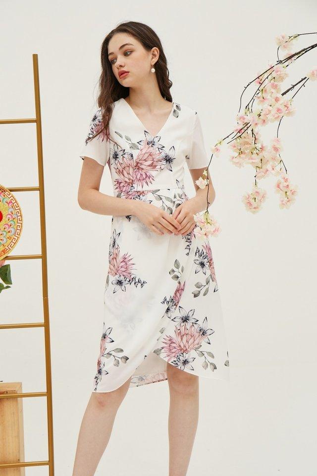 Gladys Floral Petal Hem Midi Dress in White (XS)