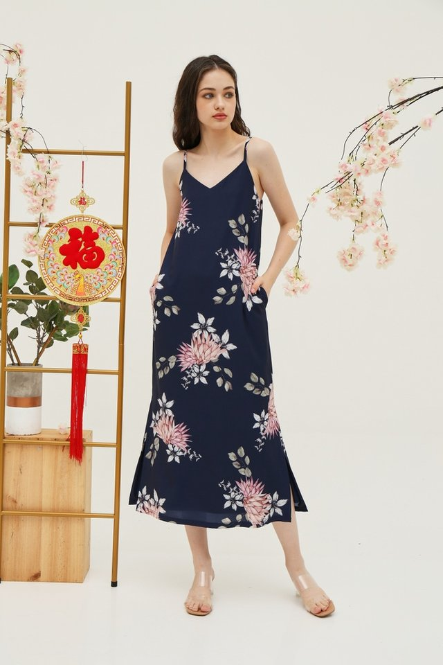 Jeanie Floral Maxi Dress in Navy (XS)