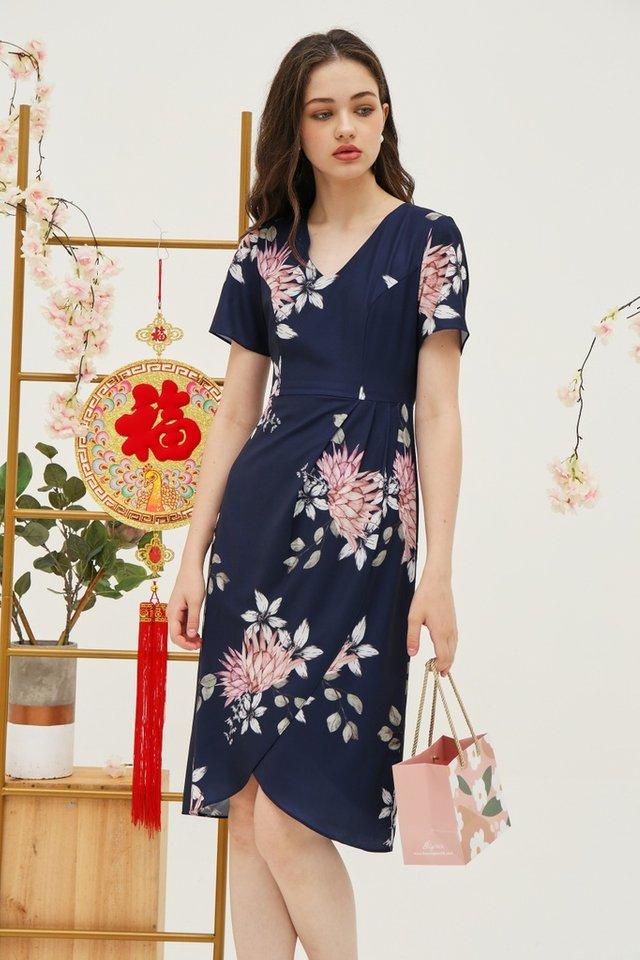 Gladys Floral Petal Hem Midi Dress in Navy (XS)