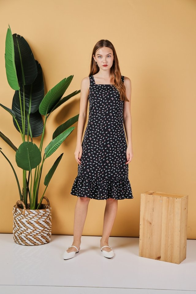 *Online Exclusive* Keyla Heart-Shaped Dropwaist Midi Dress in Black