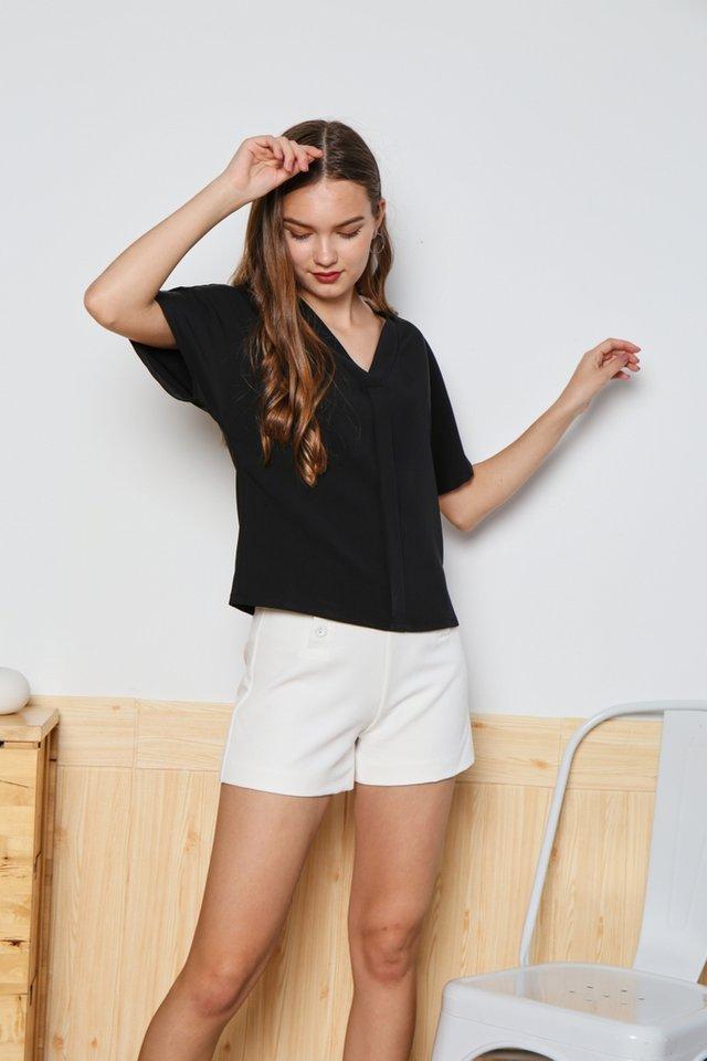 Victoria Sleeved V-Neck Top in Black