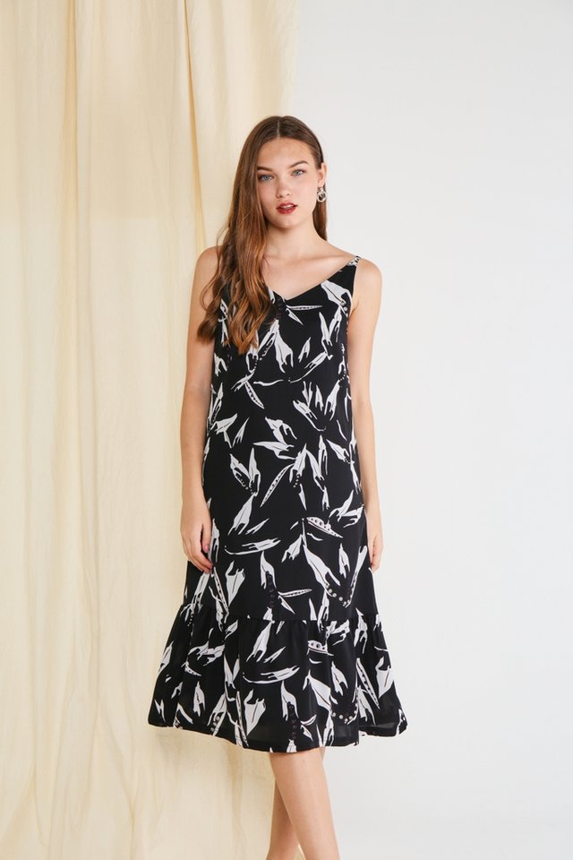 *Online Exclusive* Clancy Abstract Midi Dress in Black (L)