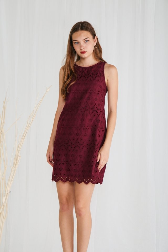 Briella Eyelet Sleeveless Dress in Wine