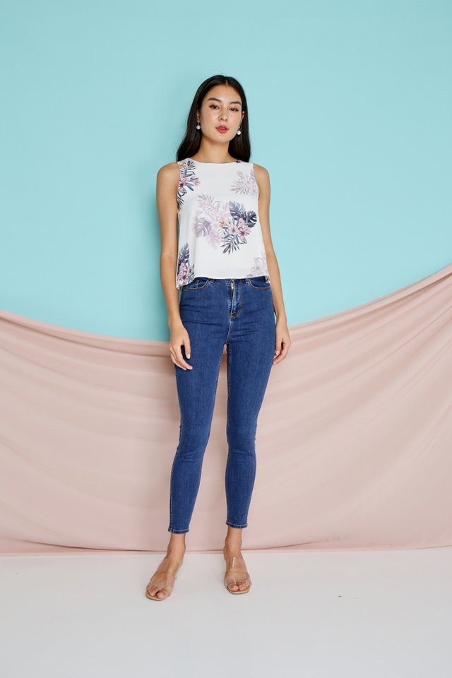 Fannia Floral Sleeveless Top in white (XS)