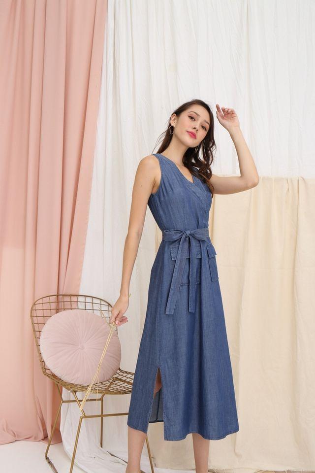Jalessa Denim Pocket Midi Dress in Mid-Wash