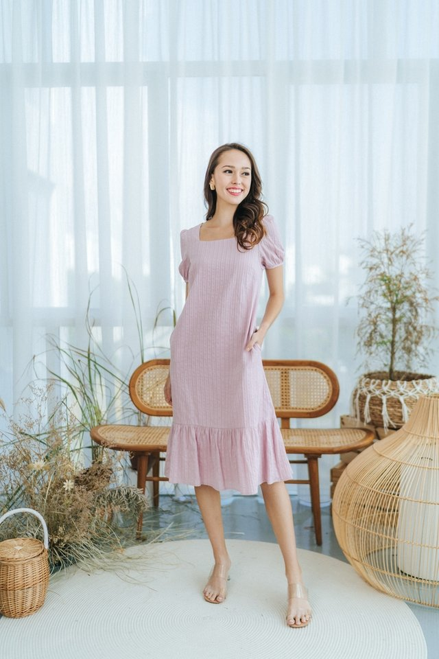 *BACKORDER* Mae Textured Puffed Sleeves Midi Dress in Pink