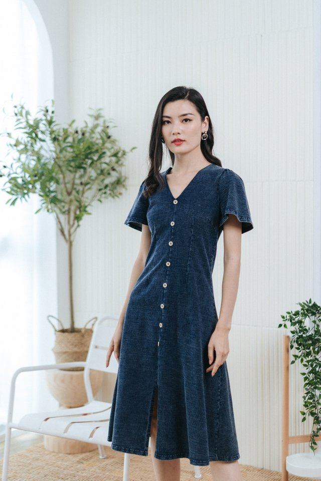 *BACKORDER* Dara Button Denim Midi Dress in Dark Wash