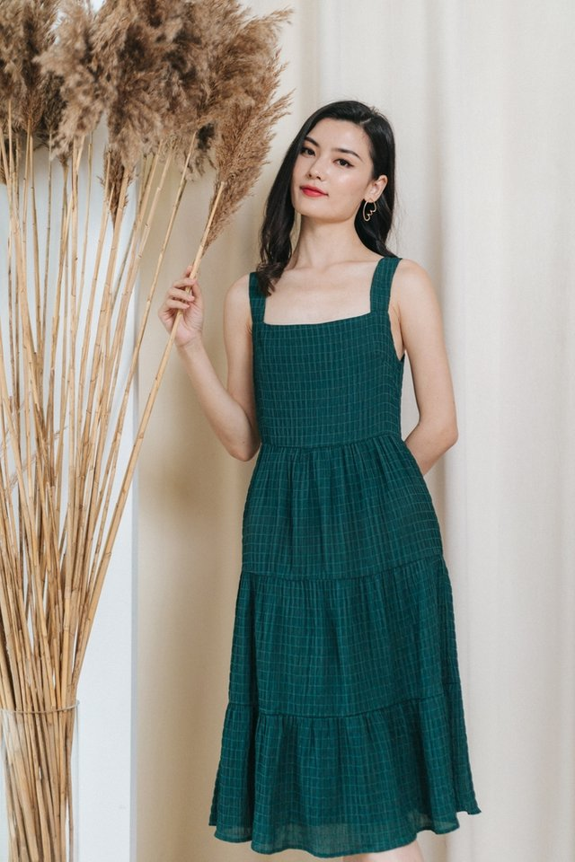 Winona Textured Tiered Midi Dress in Forest