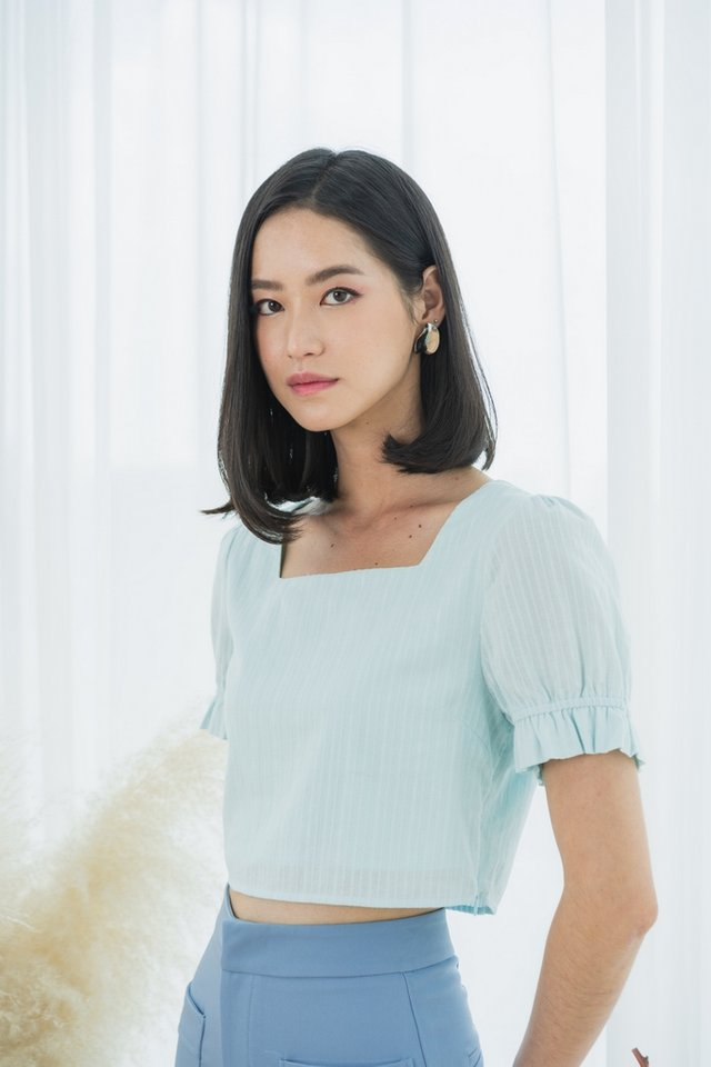 Iva Textured Puffed Sleeves Crop Top in Tiffany