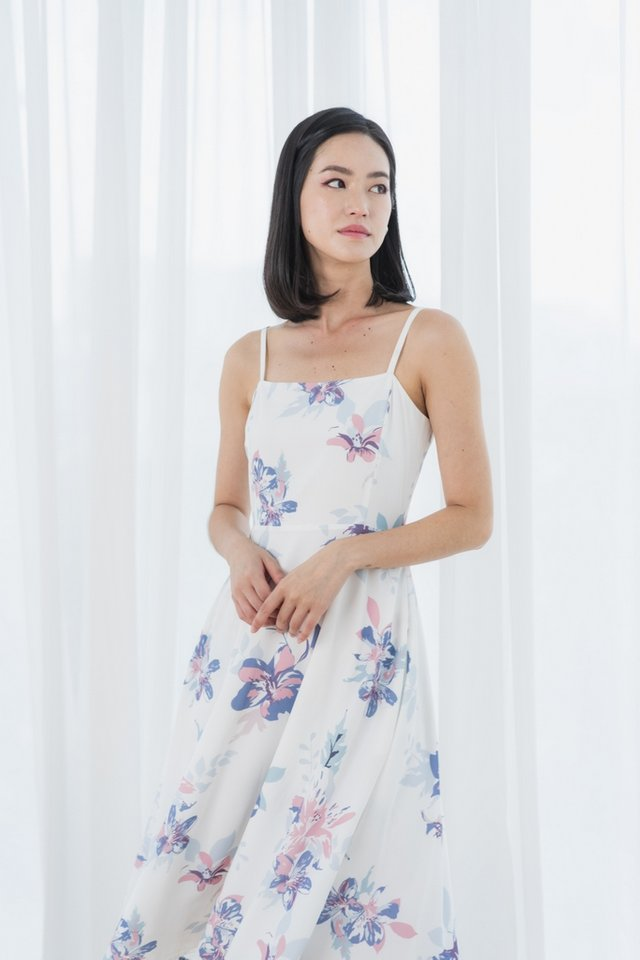 *Online Exclusive* Lilah Abstract Floral Midi Dress in White