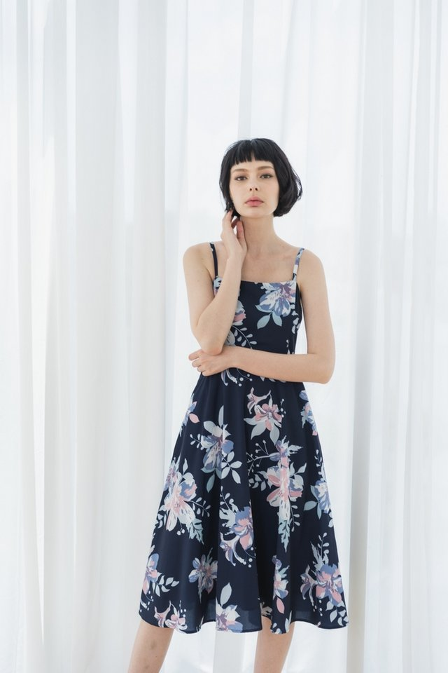 *Online Exclusive* Lilah Abstract Floral Midi Dress in Navy